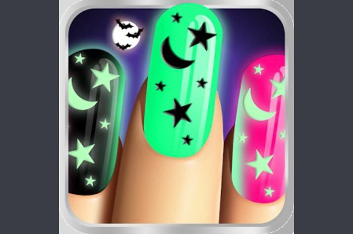 Glow Nails: Halloween Manicure